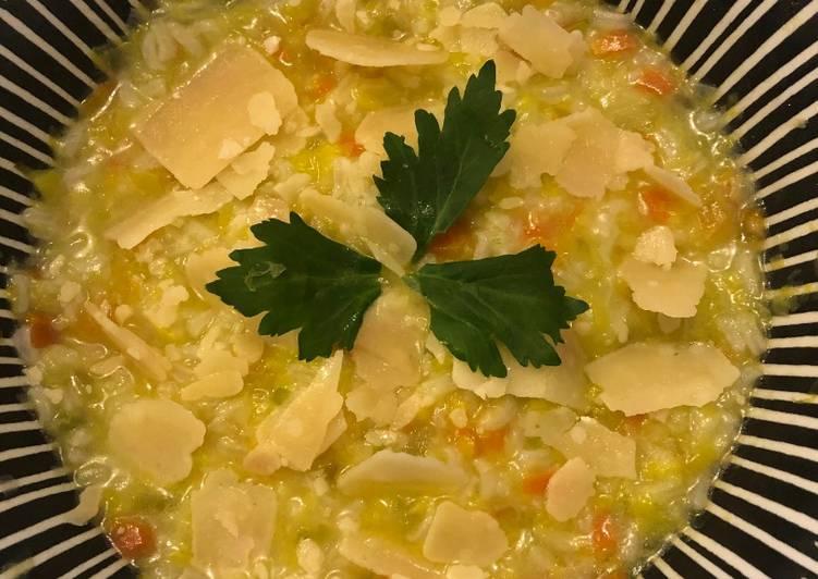 La Délicieuse Recette du Soupe italienne riz & poireaux �🥣🌱