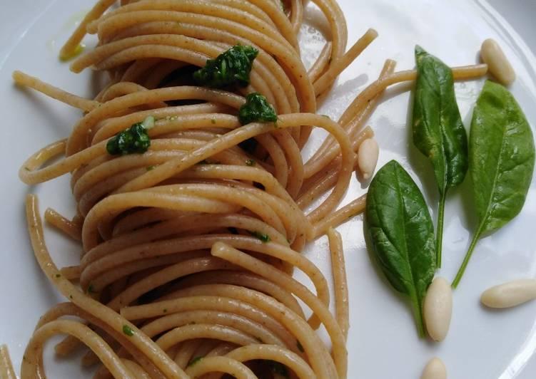 Spaghetti integrali con pesto di rucola