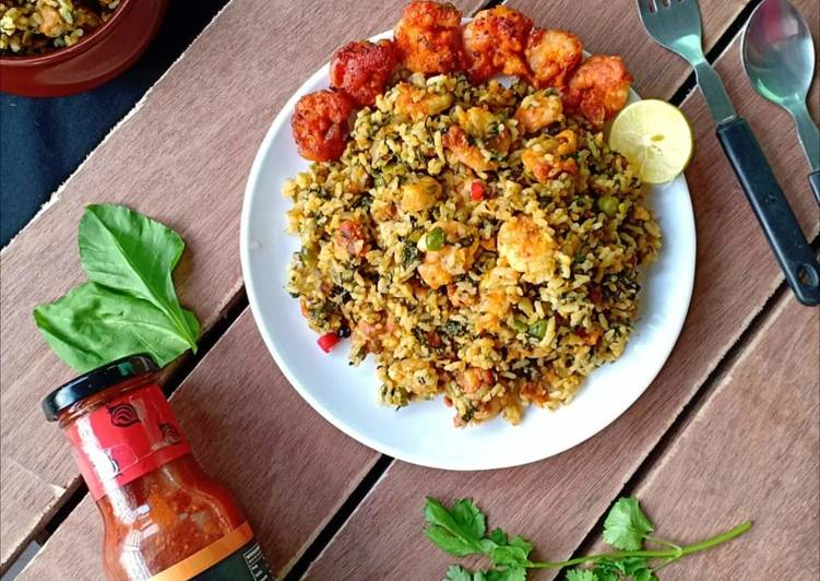 Recipe of Super Quick Homemade Peri Peri prawn fritters in spicy spinach rice