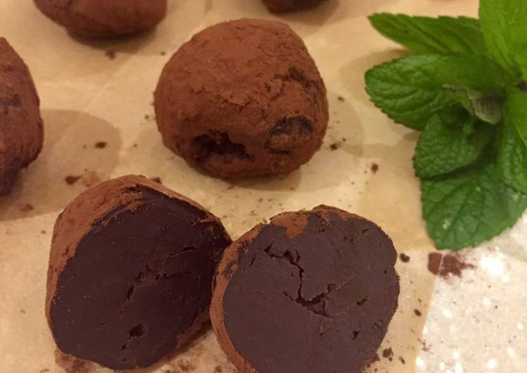 How to Make Top-Rated Dark Chocolate & Mint Truffles
