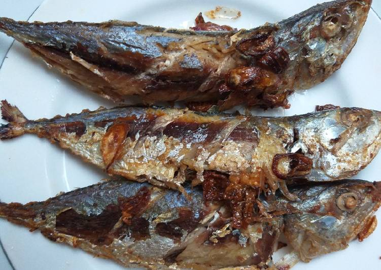 Ikan kembung goreng bawang merah