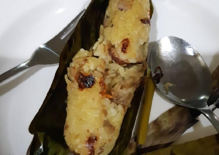 Nasi cumi daun pisang bakar