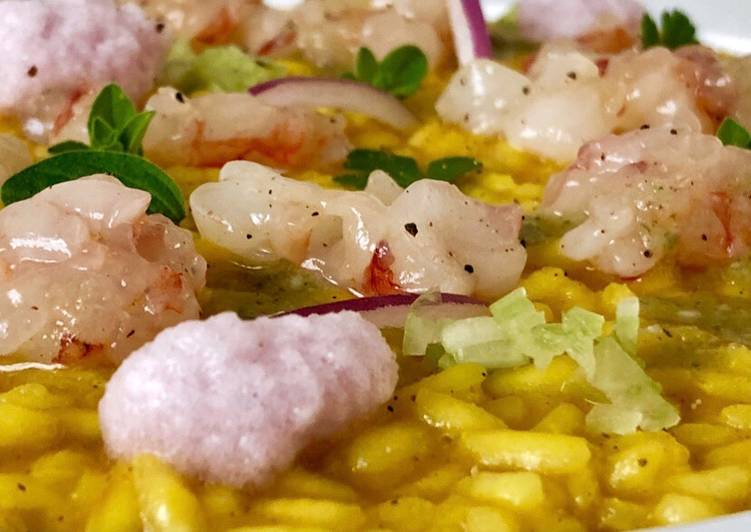 Ricetta Risotto pomodorino giallo, tartare di gambero, mousse alla cipolla rossa e olio alle alici