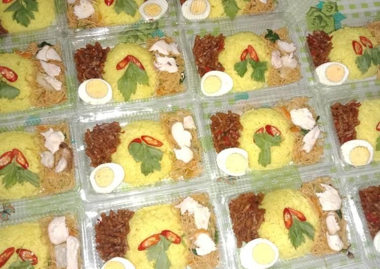 Nasi kuning liwet(nasi uduk)