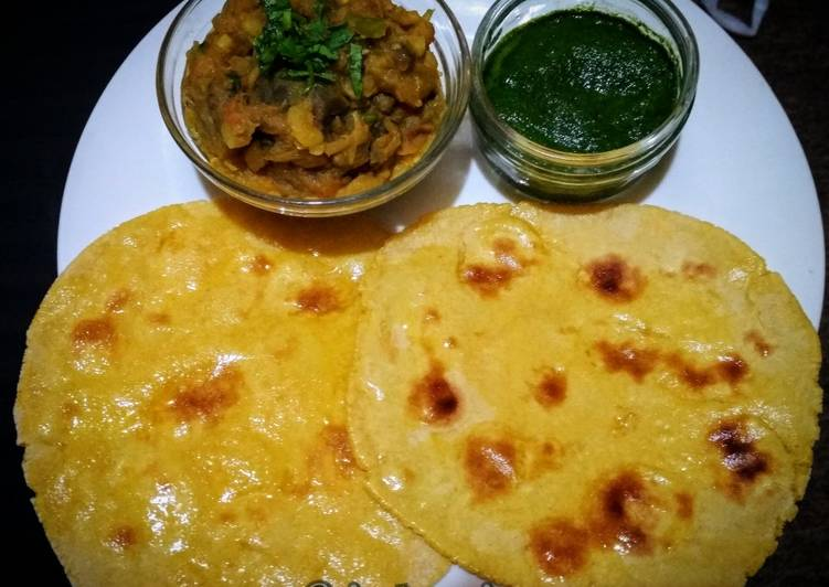 15 Minute Recipe of Autumn Makke ki Roti with Baingan ka bharta and Coriander chutney