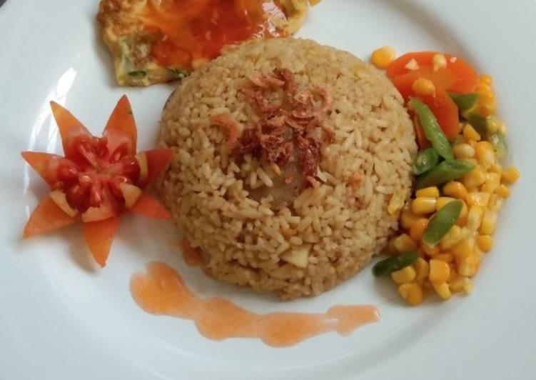 Nasi Goreng Kari Mix Vegetable and Fu Yung Hai