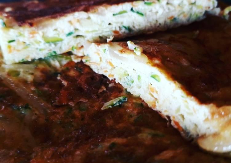 Ricetta Frittata espressa con zucchina, carota e salsa di soia