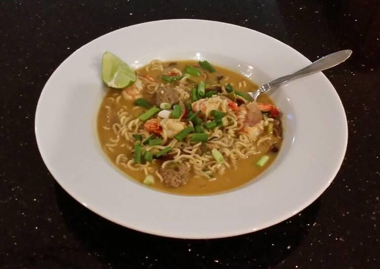 Recipe of Favorite Thai style Shrimp and Pork Meatball Soup