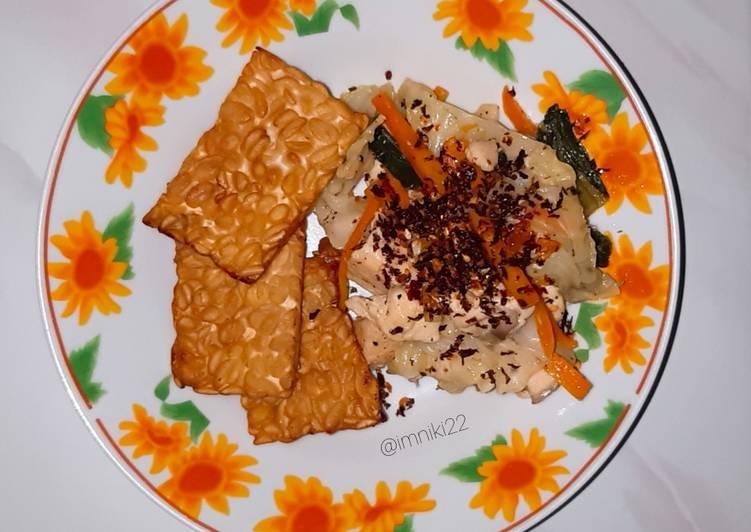 Resep Tumis sayur dan tempe goreng teflon (Diet Friendly Meal) Yang Gampang Pasti Lezat