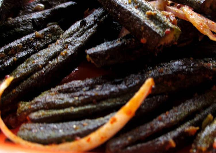 Recipe of Perfect Microwave Kukurit Bhendi - Crunchy Okra in Microwave Step By Step Recipe