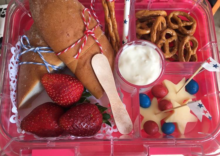 Simple Way to Prepare Super Quick Homemade How to make a French style lunch box Oui Oui!