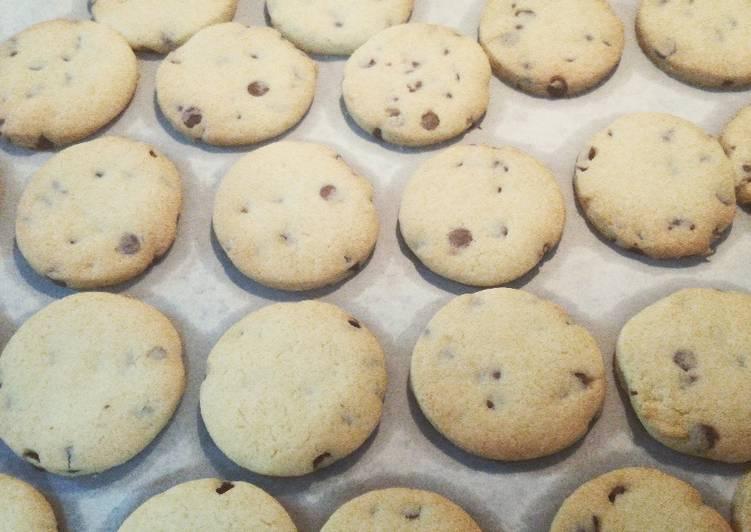 Ricetta Biscotti di frolla montata con gocce di cioccolato