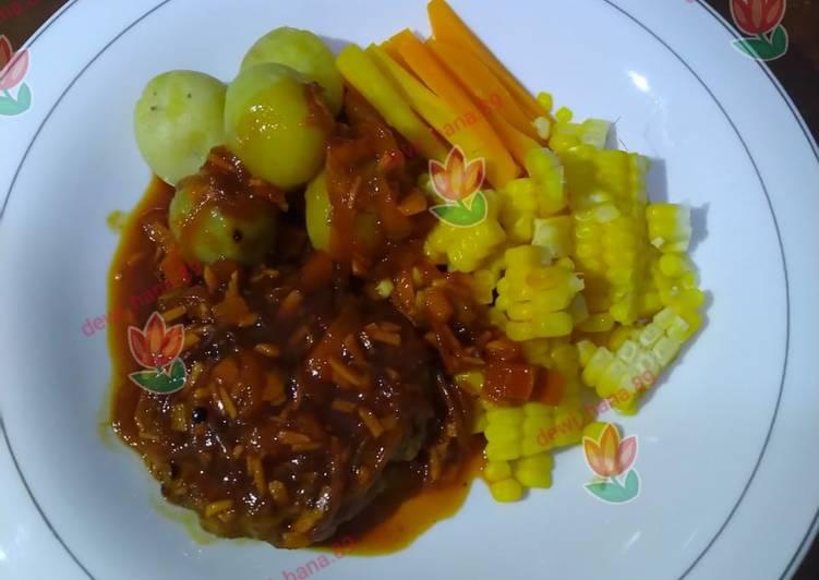 Langkah Mudah untuk Menyiapkan Steak with vegetables and black paper sauce, Sempurna