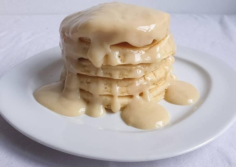 Pancakes vegani alla vaniglia con crema alla vaniglia