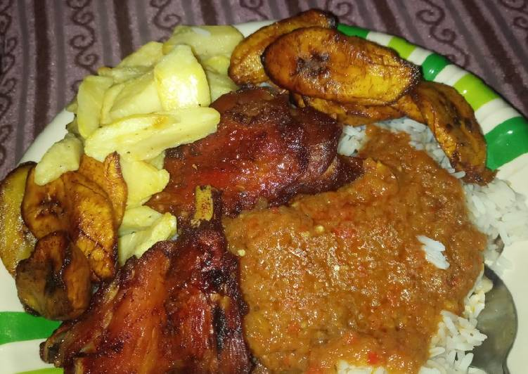 Rice beans plantain chips en chicken