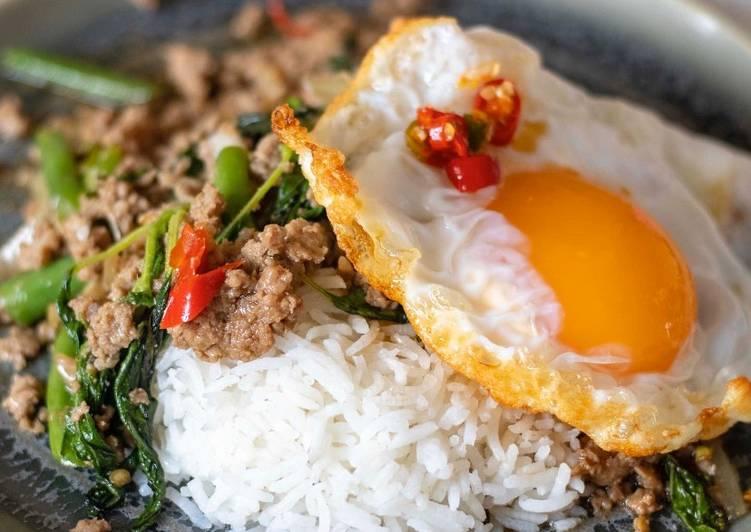 Recipe of Perfect Thai minced pork with holy basil 'Kra Prao Moo Sub Kai Dao