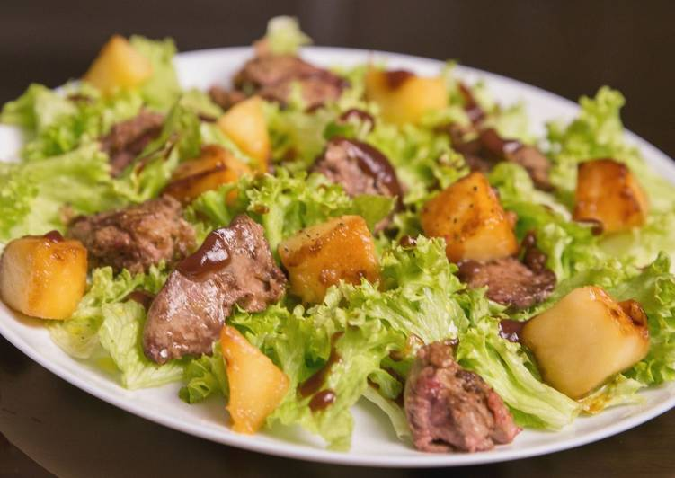 Chicken liver and apple salad