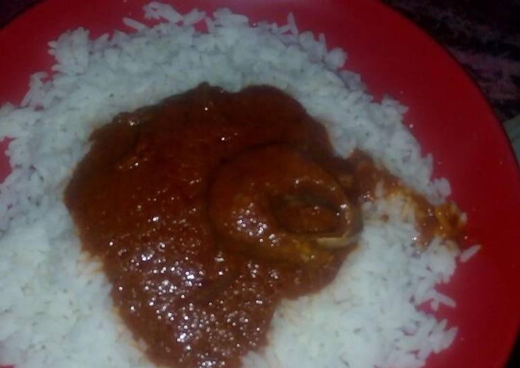 White rice and palm oil stew