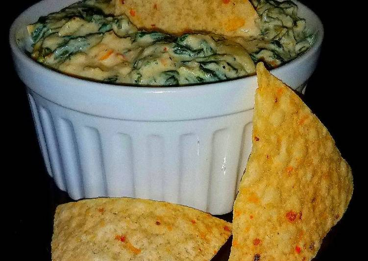 Mike's Hot & Creamy Seafood Artichoke Spinach Dip