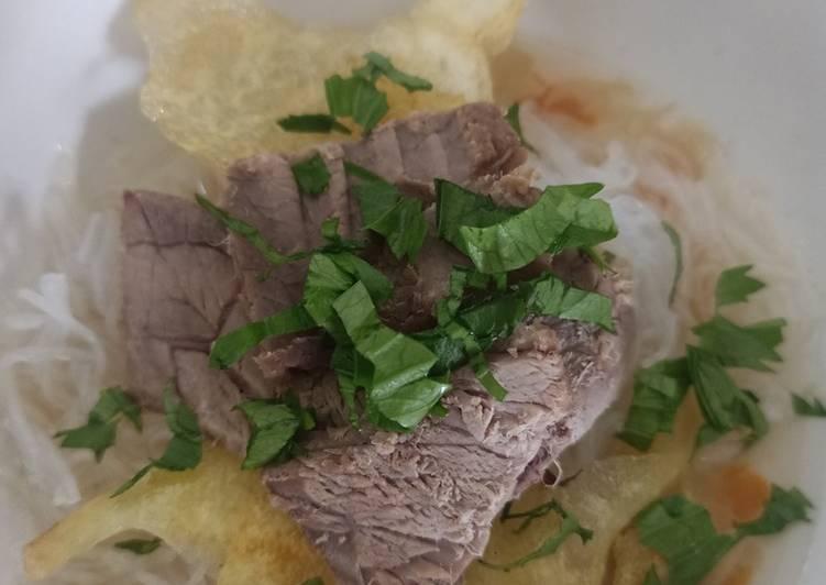 Soto daging sapi kuah bening