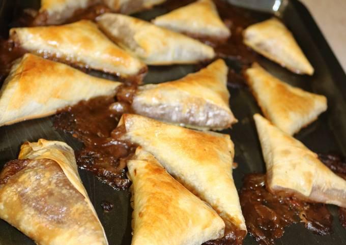 Baked steak and kidney samoosas