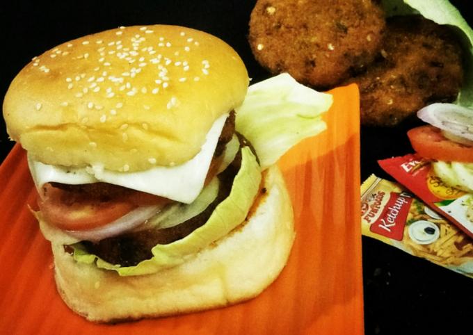 Veg aaloo tikki burger