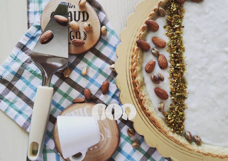 Crostata con crema di latte di mandorle e cioccolato bianco