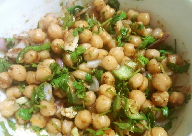Chickpea Flavoured Salad/ Chole Chaat 😋