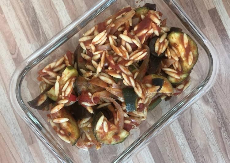 Orzo Pasta mit Zucchini und Aubergine 🍝