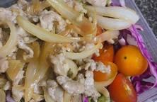 Salad bò, bắp cải tím, xà lách xoăn