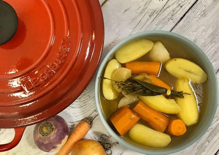 Bouillon de légumes aux épices orientales