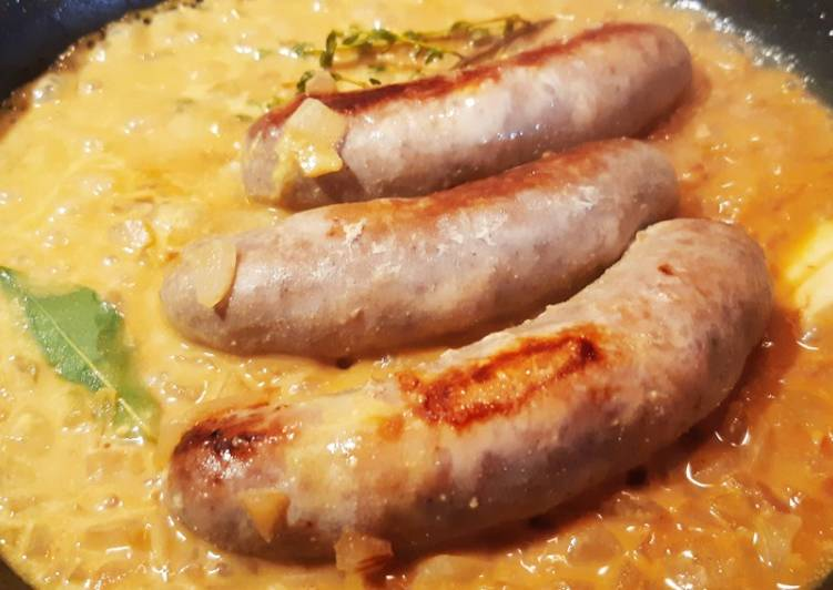 Saucisses sauce moutarde et courgettes jaunes.