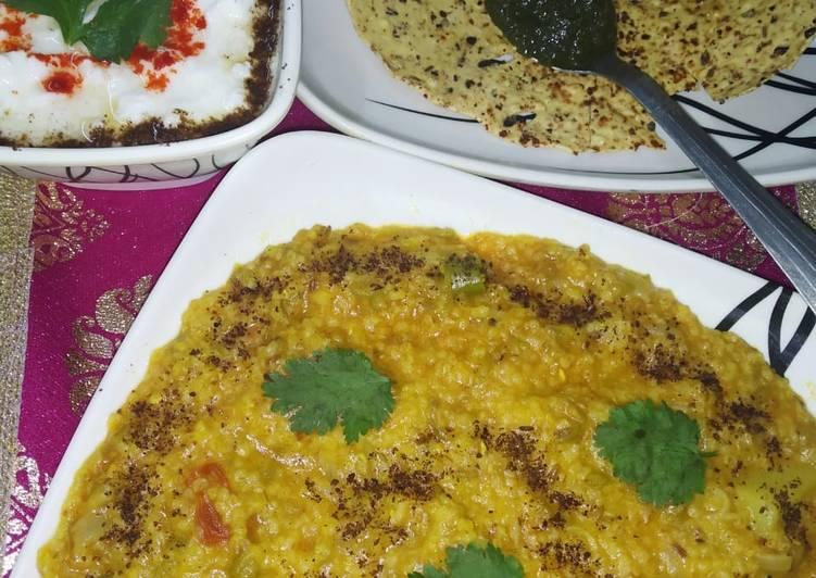Daliya khichdi with curd,papad and chutney