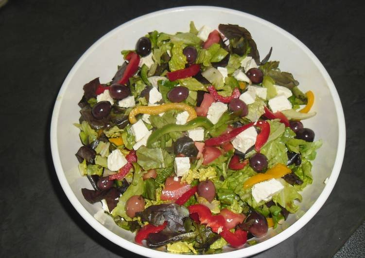 Turn to Food to Improve Your Mood Green / Greek Salad