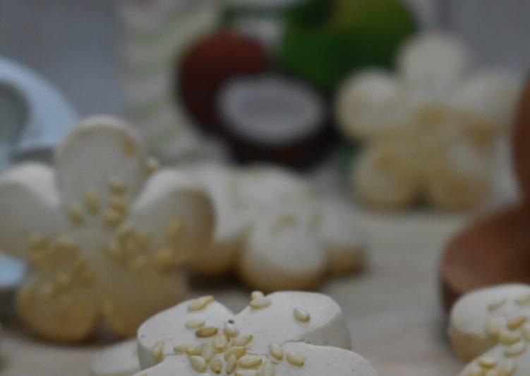 Kuker Bangkit Kelapa/Coconut Bangkit Cookies