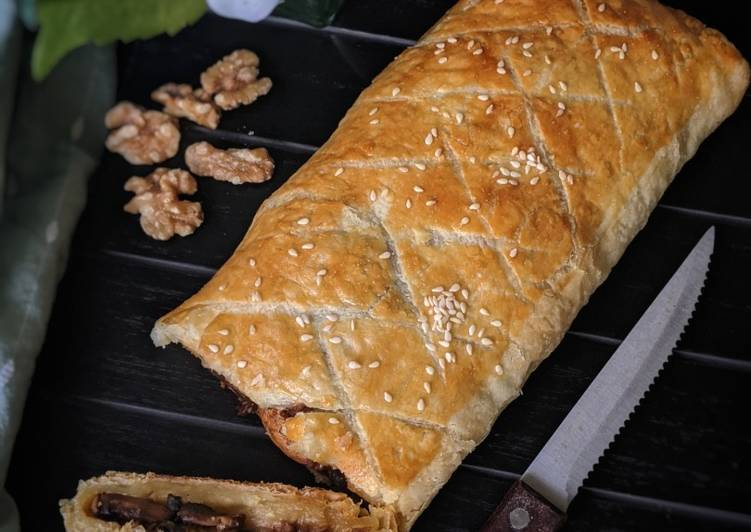 Mushroom Wellington with Garlic and Walnuts