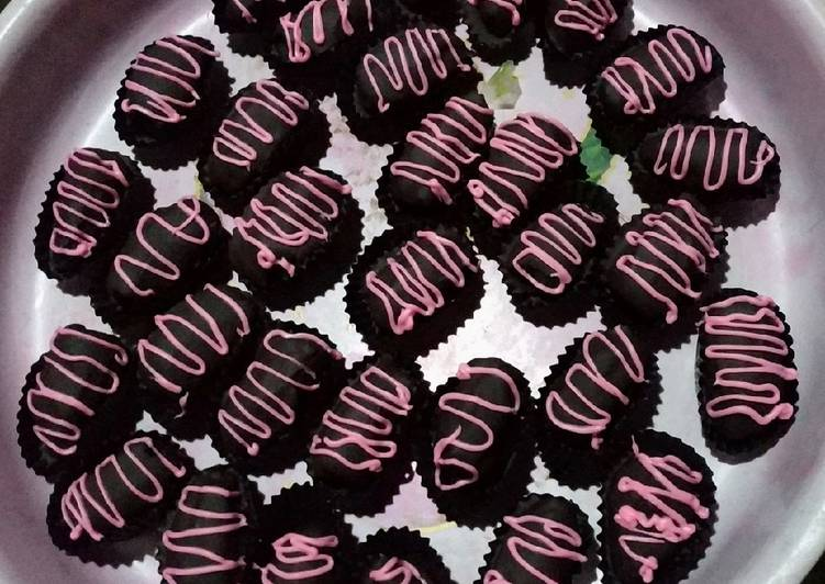 Langkah Mudah untuk Menyiapkan Kurcok kacang mete (kurma coklat) yang Lezat Sekali