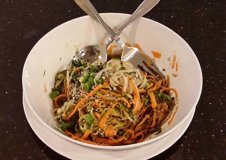 "Easy Healthy Recipe: Delicious Asian Vegetable ""Noodle"" Salad"