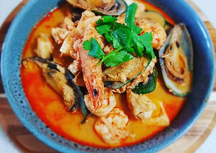 Seafood Marinara in Coconut Red Curry