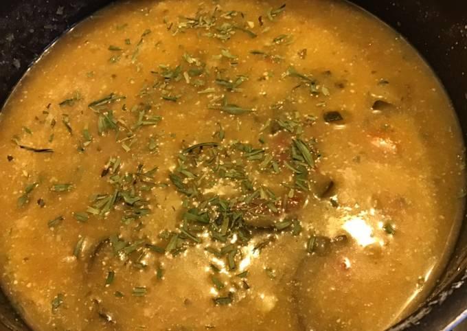 Soupe de pommes de terre et tomates à l estragon et pecorino