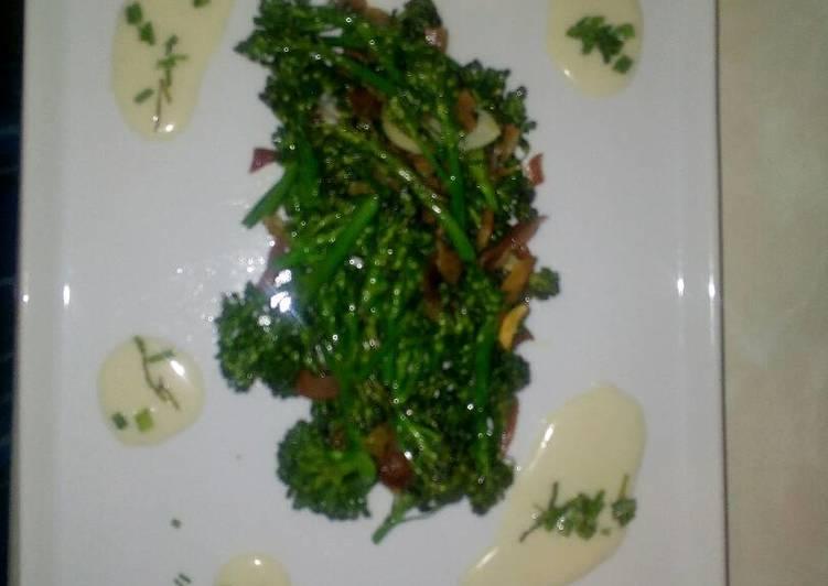 Bimi salteado con jamon al ajo blanco