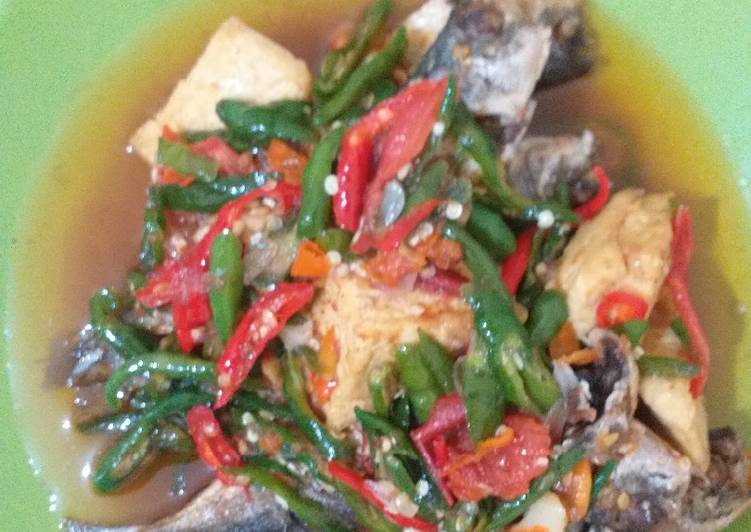 Sambal cabe ijo ikan dencis + tahu