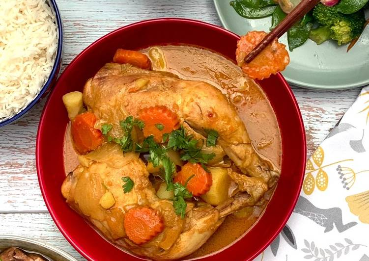 Yellow Chicken Curry (Thai muslim style)