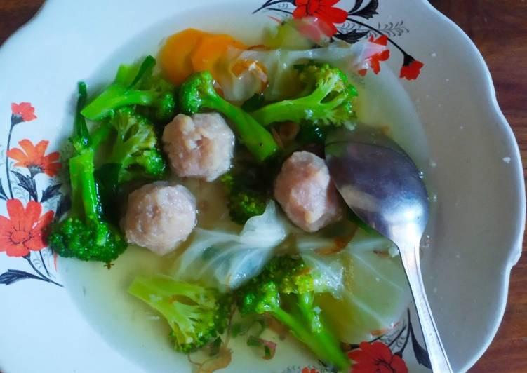 Cara Mudah Membuat Sop brokoli bakso sapi Anti Gagal