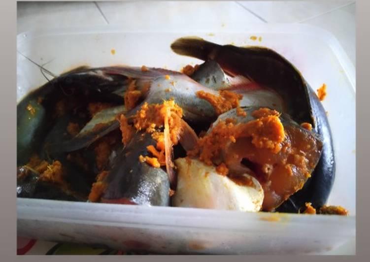 Ikan goreng bumbu kuning (patin + lele)