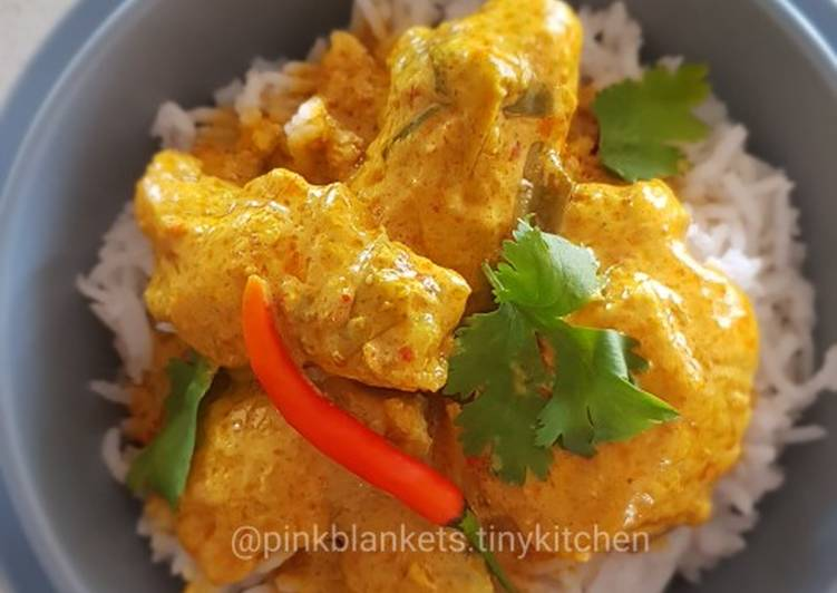 Steps to Make Perfect Creamy Chicken in Roasted Coconut Paste
