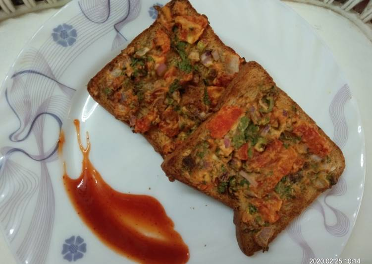 BREAD PIZZA. WITH VEGETABLES