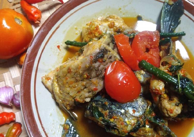 Ikan Mas Woku Belanga