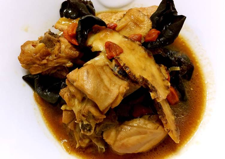Green Grape Chinese Wine Chicken With Wood Ear Fungus