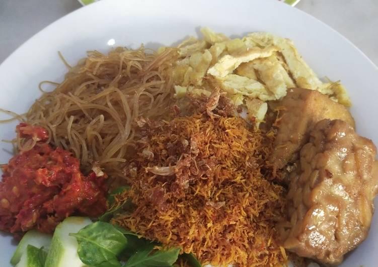 Vegetarian Nasi Ulam Komplit + Resep Serundeng Vegan Renyah